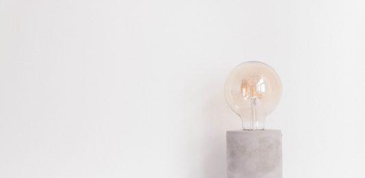 Entró en vigor el nuevo etiquetado energético europeo para electrodomésticos y el 1 de septiembre para productos de iluminación. Este dará prioridad a la eficiencia energética y permitirá que cada europeo se ahorre más de mil euros anuales en su factura de la luz.
