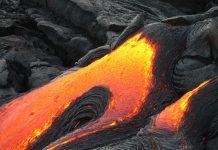 Finalmente, el pasado martes por la noche, llegó la lava del volcán de la Palma al mar. Este hecho está creando una densa nube de vapor de agua y otros gases. Sin embargo, por el momento no se considera peligrosa para la salud.