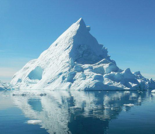 El pasado 14 de agosto se registraron precipitaciones en Groenlandia por primera vez en más de 70 años, según reportaron desde el Centro de Datos de Nieve y Hielo de Estados Unidos (NSIDC). La lluvia se produjo en el punto más alto de Groenlandia, a 3.200 metros, dónde solo nieva. La causa fue que se llegó a una temperatura de 18ºC durante tres días seguidos.