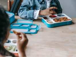 El Ayuntamiento de Barcelona hacía pública el pasado mes de octubre la nueva alimentación infantil sostenible, que se llevará a cabo en algunos colegios de la ciudad condal. Un total de 36 colegios participan en esta nueva iniciativa que pretende reducir el consumo de carnes rojas en los comedores escolares.